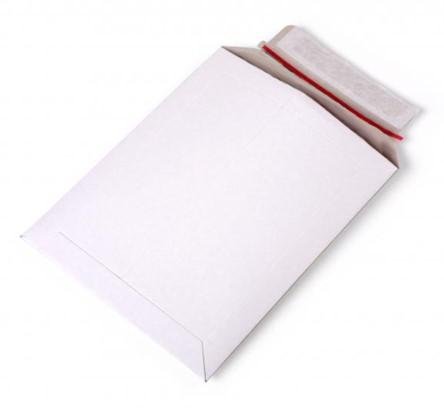 Kartonnen enveloppen 215 x 270 mm - 450 grams wit karton</br>Per 100 stuks